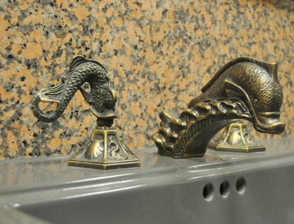 lavabo-de-salle-de-bain-bronze
