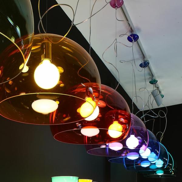 les-lampes-kartell-lampes-pendantes-colorées
