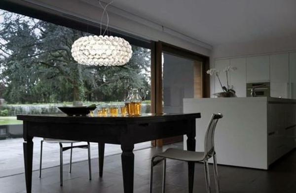 Les lampes kartell une magnificence pratique for Lustre kartell