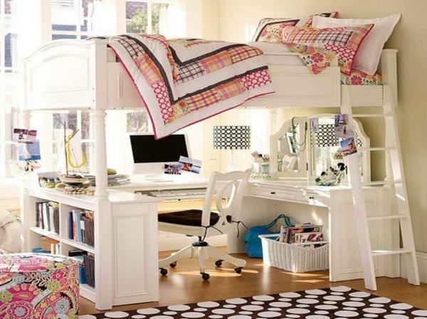 lit-mezzanine-avec-bureau-lit-blanc-tapis-en-noir-et-blanc