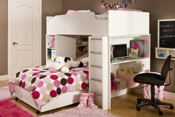 lit-mezzanine-avec-bureau-tapis-rose-couette-de-lit-en-blanc-et-rose