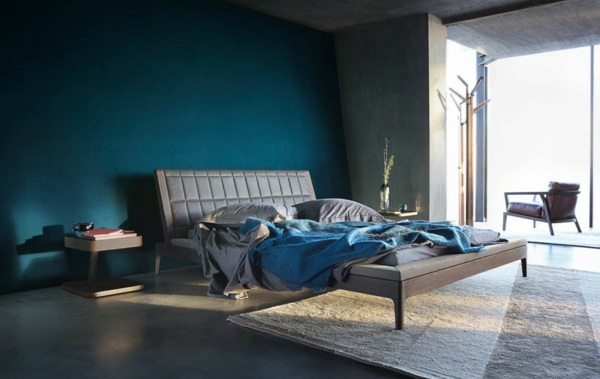 lit-roche-bobois-intérieur-moderne-mur-incliné