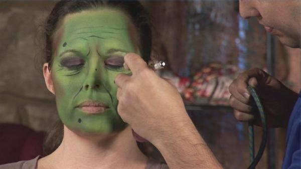 maquillage-de-sorciere-de-halloween-