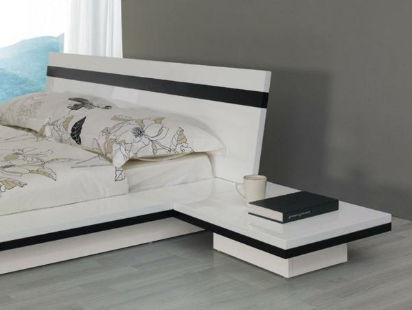 matelas-futon-sur-un-lit-blanc-moderne
