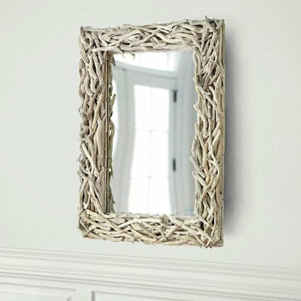Voyez le monde dans le miroir bois flott for Encadrement pour miroir