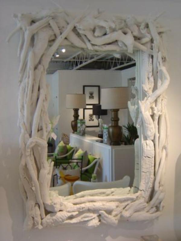 voyez le monde dans le miroir bois flott. Black Bedroom Furniture Sets. Home Design Ideas
