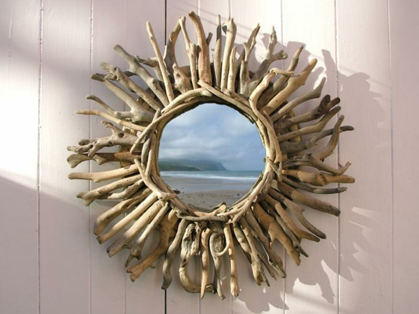 Voyez le monde dans le miroir bois flott for Miroir rond en bois