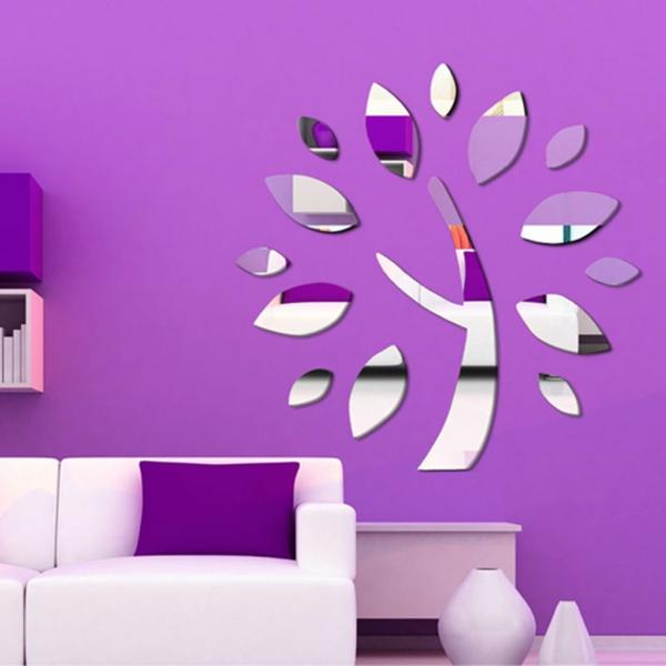 miroirs-décoratifs-sur-un-mur-lilas