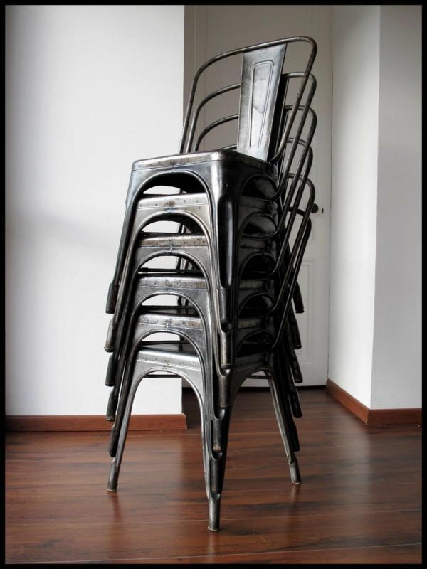 noir-design-pour-la-chaise-Tolix