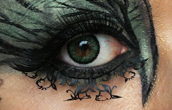 noir-maquillage-pour-les-yeux