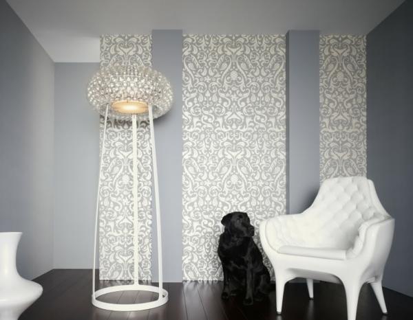 Papier peint baroque en blanc et gris une chaise blanche - Chaise blanche et grise ...