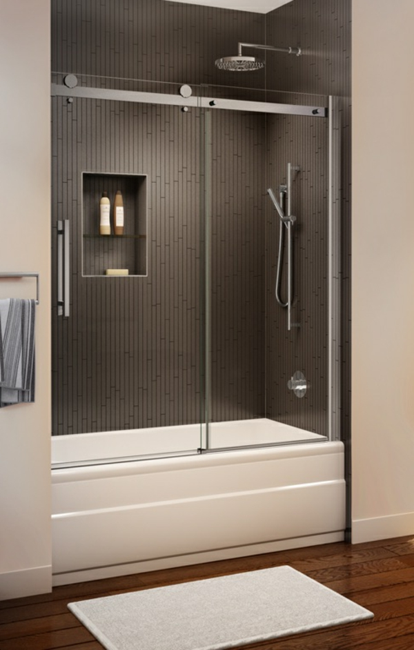 pare-baignoire-coulissant-et-une-douche-encatsreée