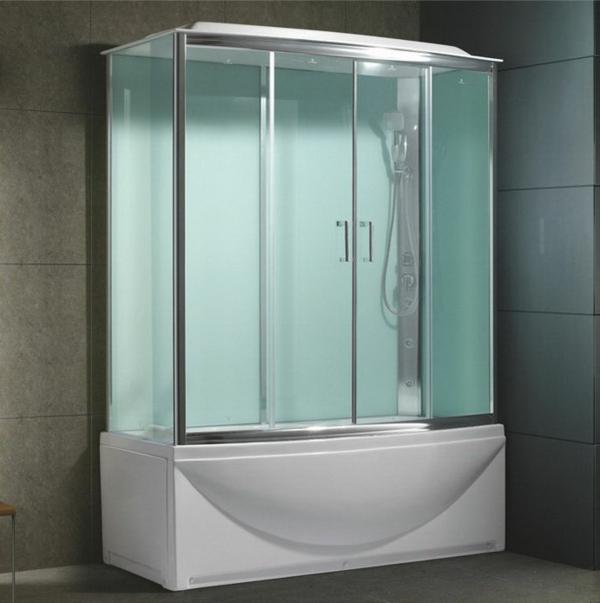 Le pare baignoire coulissant sépare la baignoire des espaces voisins