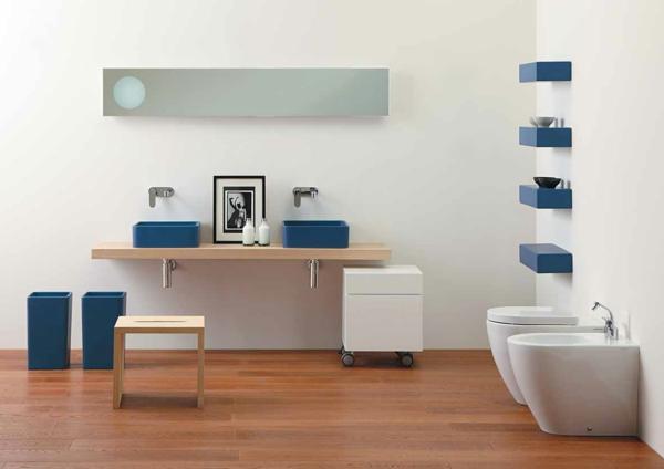 parquet-stratifié-dans-la-salle-de-bains-rangement-mural-intéressant