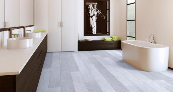 le parquet stratifi dans la salle de bains est une. Black Bedroom Furniture Sets. Home Design Ideas