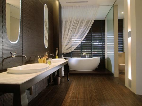 le parquet stratifié dans la salle de bains est une décoration du ... - Sol Stratifie Pour Salle De Bain