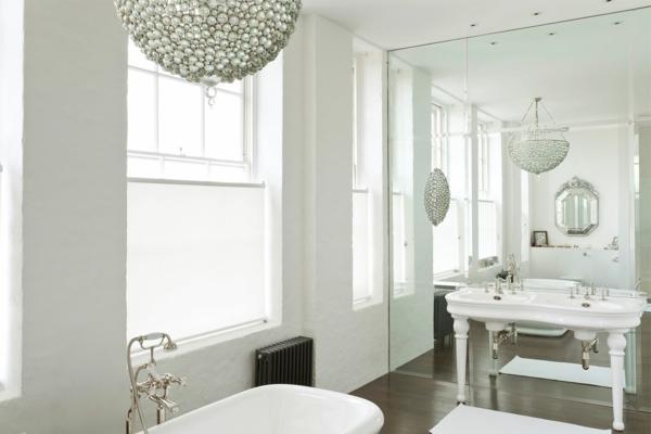 parquet-stratifié-dans-la-salle-de-bains-ambiance-blanche