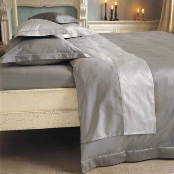 la parure de lit satin luxe et confort. Black Bedroom Furniture Sets. Home Design Ideas