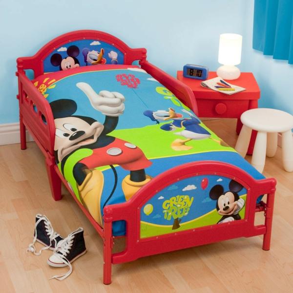parure-de-lit-mickey-pour-une-chambre-de-garçon