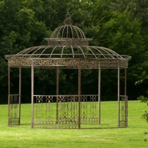 Comment avoir un joli jardin en pente jolies id es en for Pergola ronde fer forge