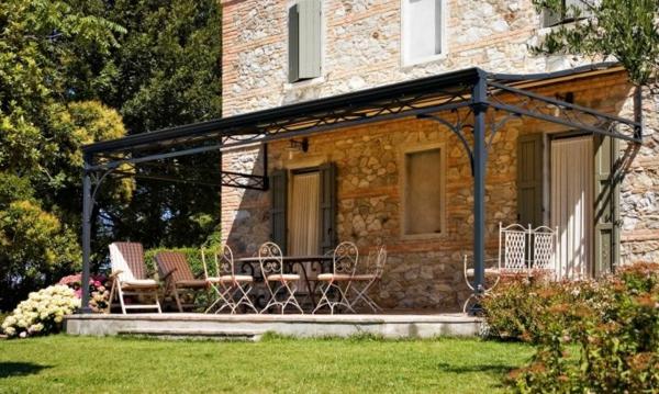 La pergola en fer forg est une d coration fonctionnelle pour vos jardins - Smeedijzeren pergola ...