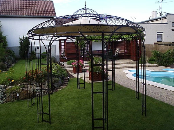 construire une tonnelle en fer perfect pergola with construire une tonnelle en fer trendy. Black Bedroom Furniture Sets. Home Design Ideas