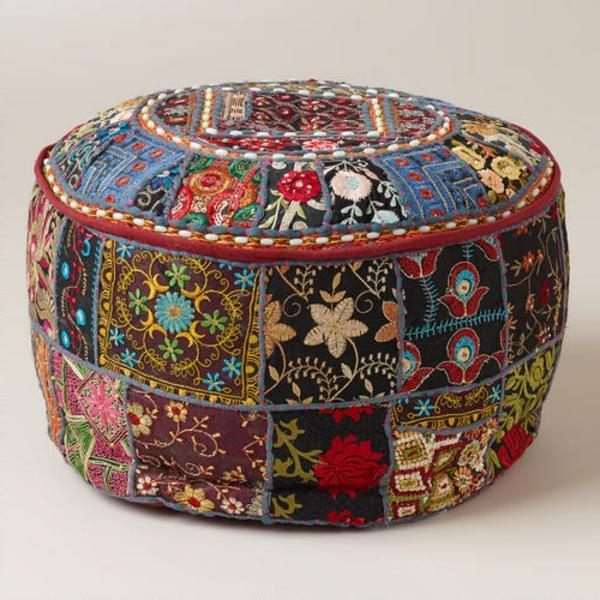 pouf-marocain-richement-décoré