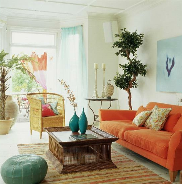 pouf-marocain-vert-divan-orange-et-vases-turquoises