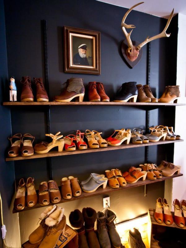 range-chaussures-mural-étagères-en-bois