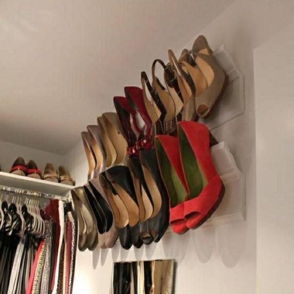 range-chaussures-mural-étagères