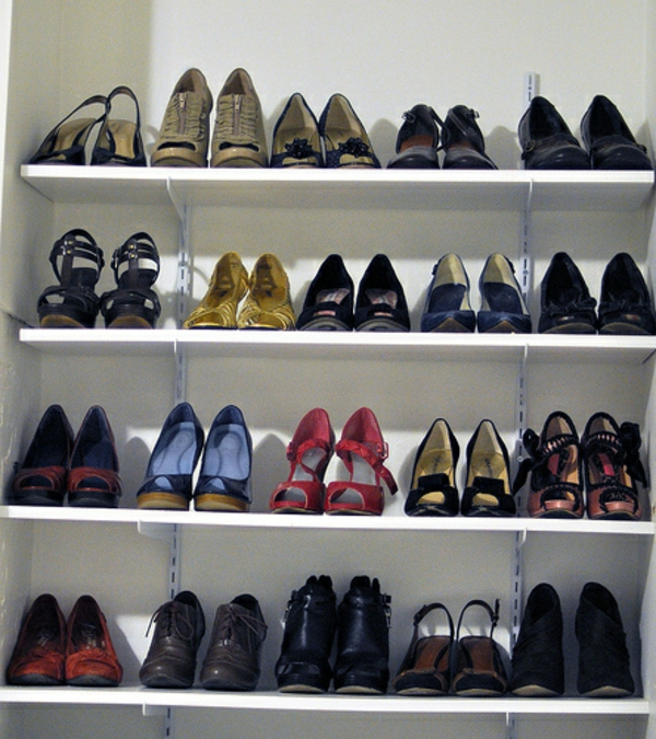 ranger ses chaussures dans un petit espace maison design. Black Bedroom Furniture Sets. Home Design Ideas