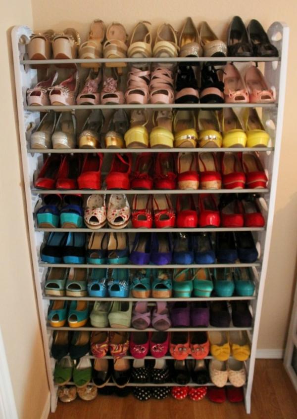 range-chaussures-mural-un-rack-à-chaussures-haut