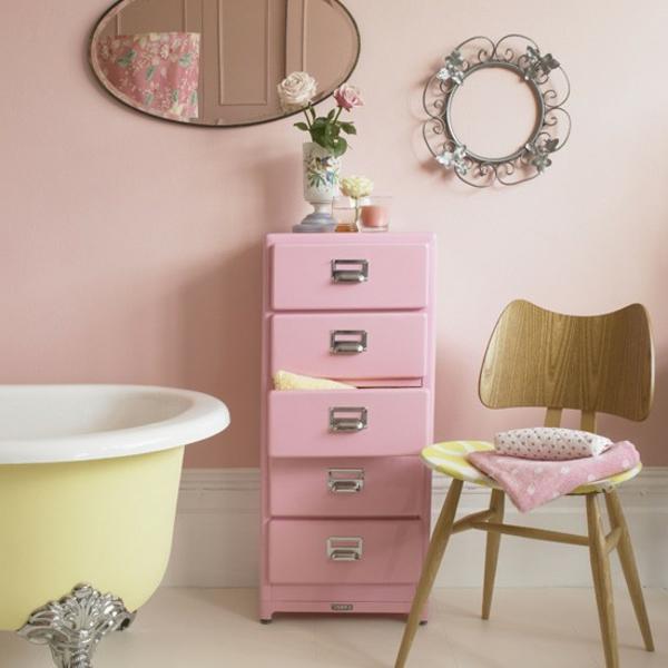 rangement-de-salle-de-bains-en-rose-meuble-sous-vasque