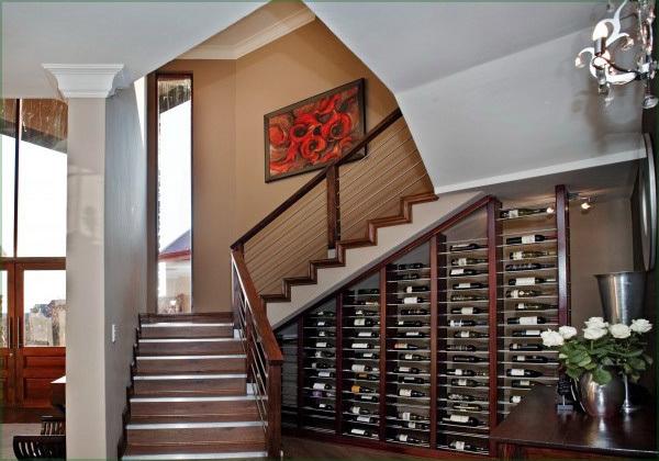 rangement sous escalier tournant stunning amenagement escalier atonnant sur dacoration. Black Bedroom Furniture Sets. Home Design Ideas