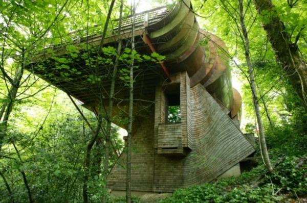 Materiaux Naturel inhabituelle- la maison de la forêt en matériaux naturels - archzine.fr
