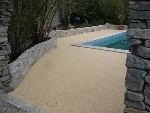 Faire rev tement de la terrasse for Piscine en resine