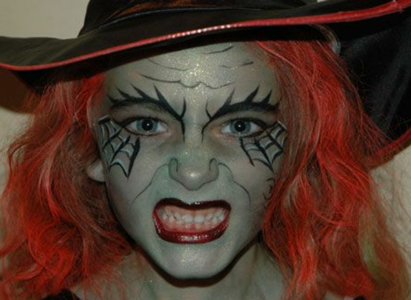 Comment faire un maquillage de sorci re de halloween - Comment fabriquer des decorations d halloween ...