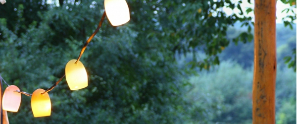 simple-déco-guirlande-lumineuse-exterieur