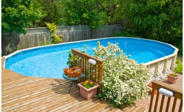 sympa-piscine-dans-un-jardin