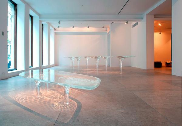 table-basse-transparente-design-liquide