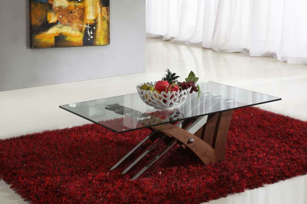 table-basse-transparente-et-tapis-rouge