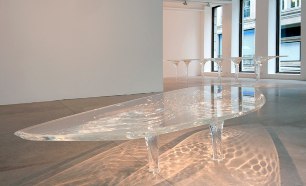 table-basse-transparente-verre-et-liqide
