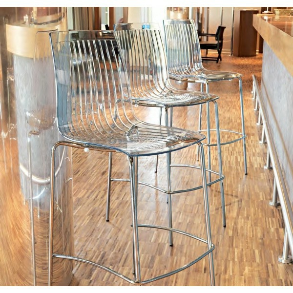 Un tabouret de bar transparent chic et modernit - Tabouret haut de cuisine ...