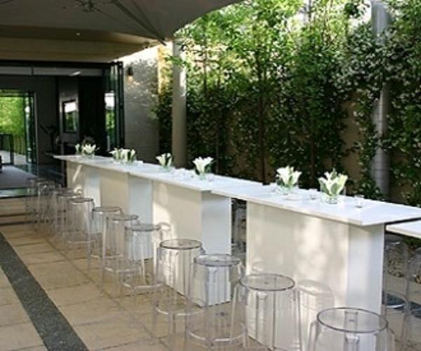 tabouret_charles_ghost_bar_transparent_design_ekipement_location_mobilier_lille_paris_belgique