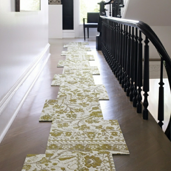 tapis-compose-comme-des-pieces-differentes-maison-couloir-etage