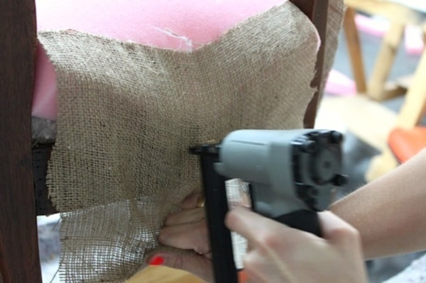tapissier-d'ameublement-tissu-fort