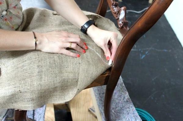 tapissier-d'ameublement-tissu-pour-chaisue