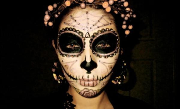 Comment faire le coloriage de halloween pour le visage - Comment faire des decoration d halloween ...