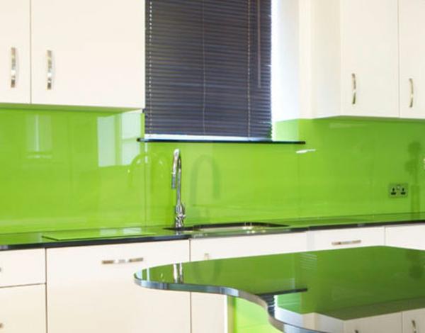 La cr dence en verre pour la cuisine - Cuisine mur vert pomme ...