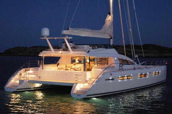 yacht-catamaran